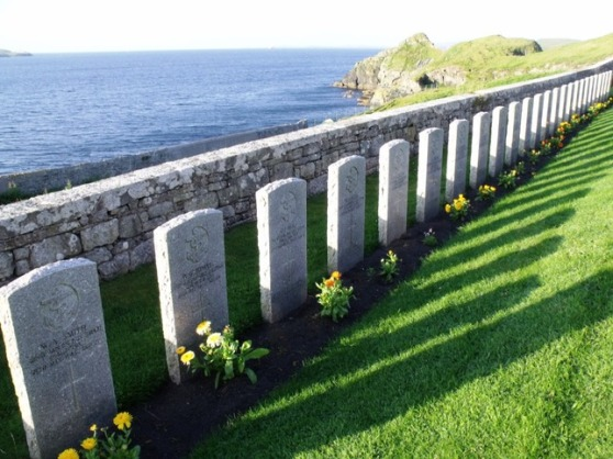 5828655-War_graves_Lerwick