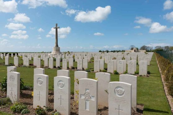 Mont-Huon_Military_Cemetery_General_View