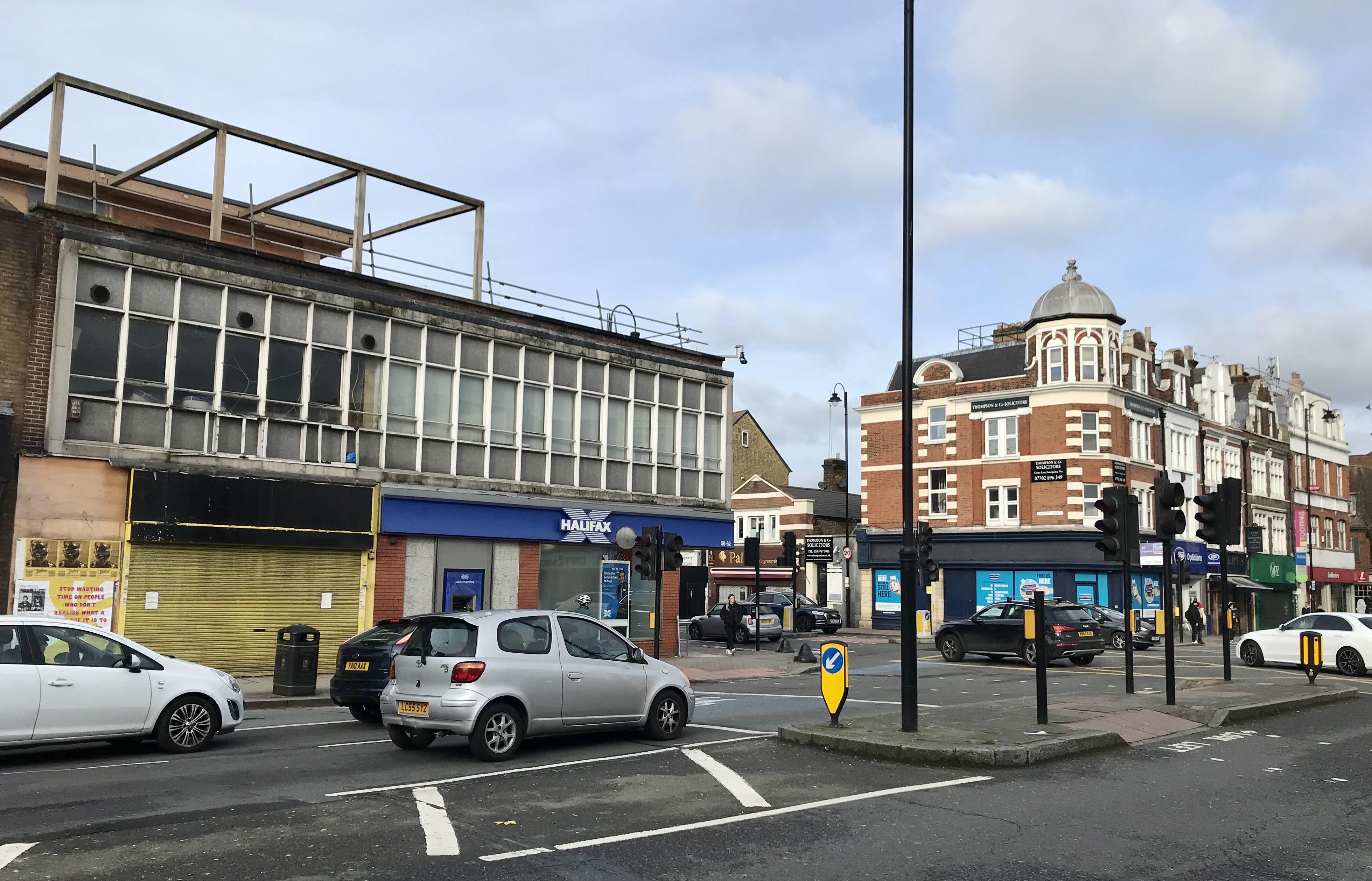 Wimpy(left)towards Tooting High Street